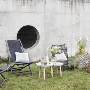 Indret sommerhuset med lækre møbler