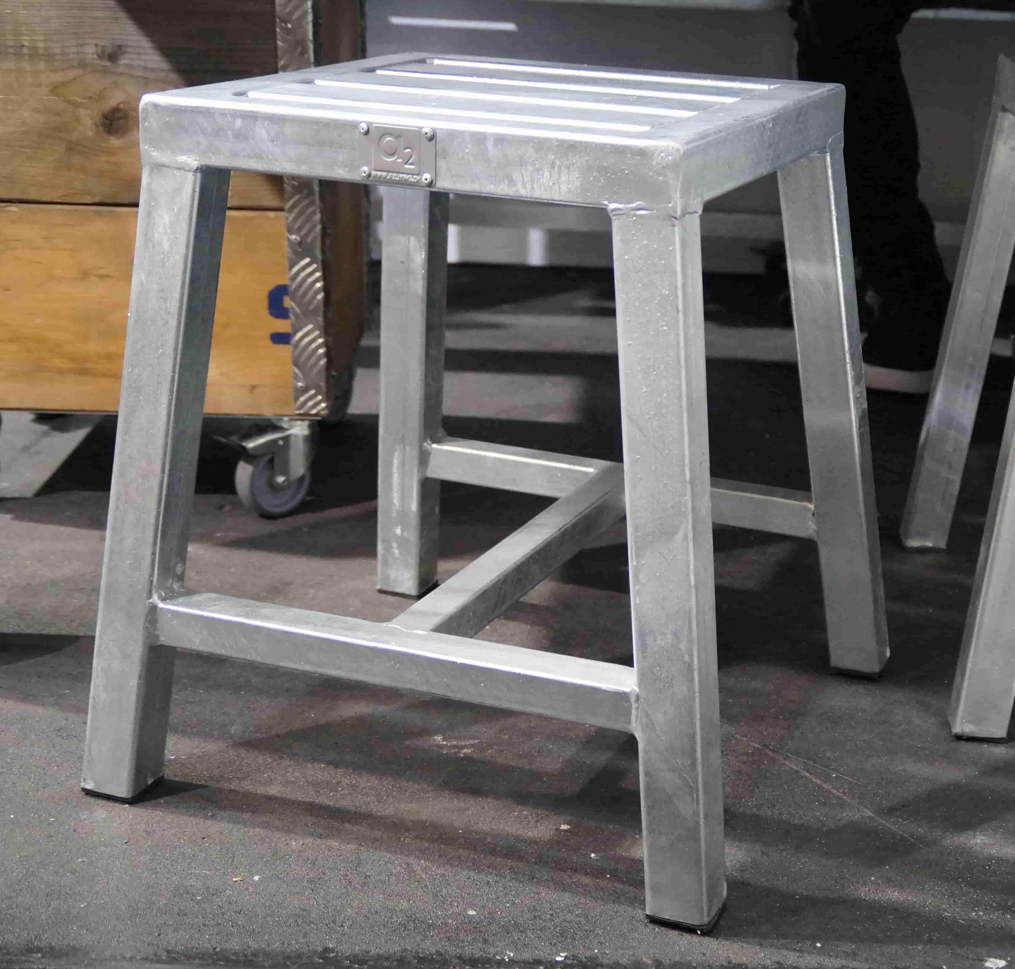 A2 LIVING Stool taburet - galvaniserede stål, uden ryglæn